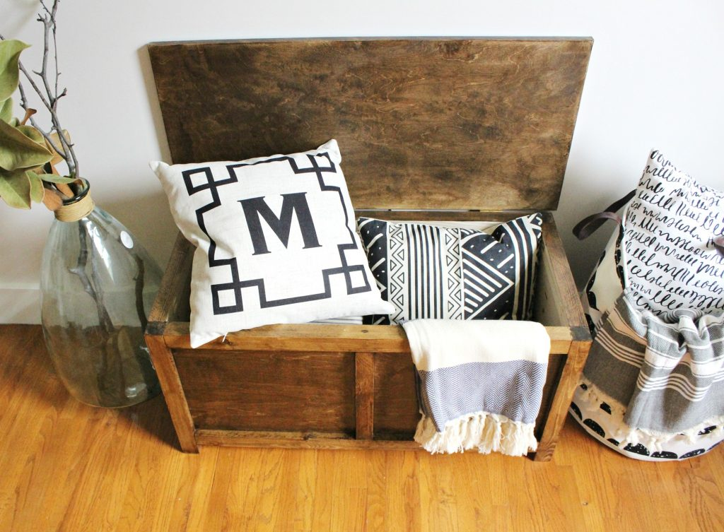 Storage Trunk perfect for end of the bed storage, or entryway storage