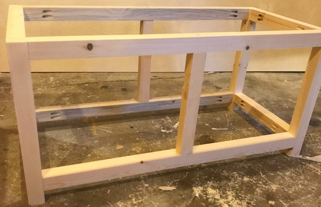 Add middle divider to the storage chest frame