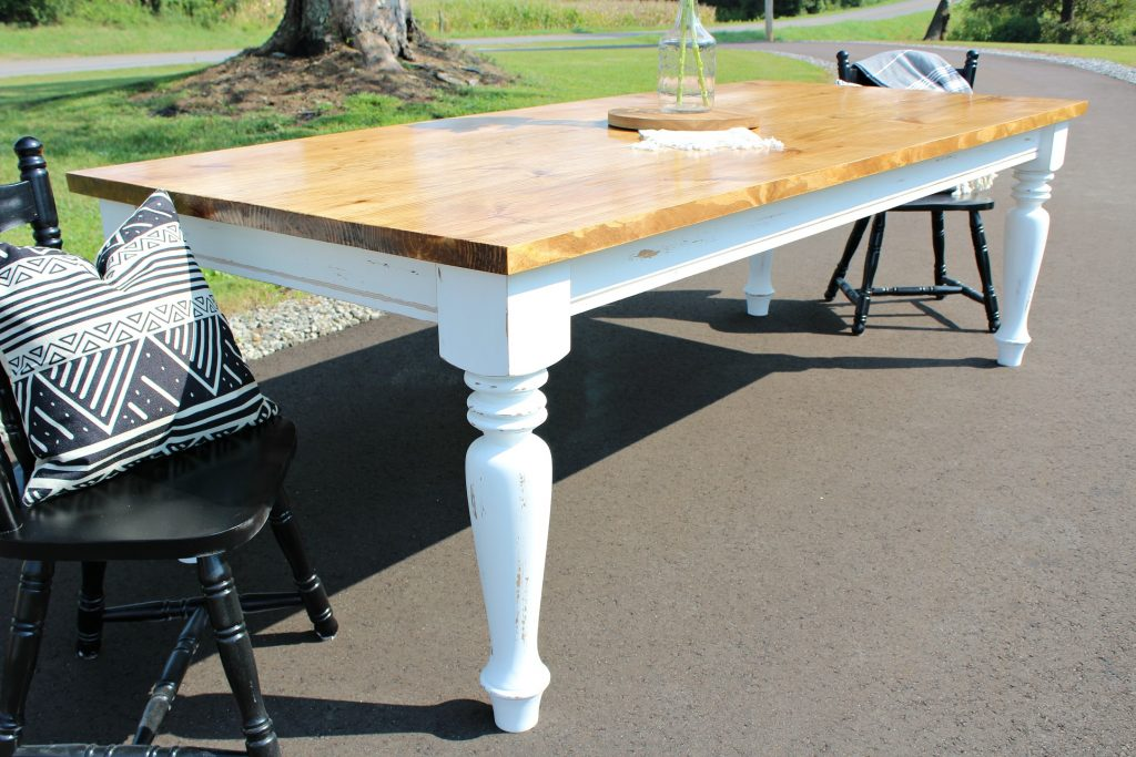 How to build your own DIY Farmhouse dining table--minwax early american top and white distressed base with chunky turned legs