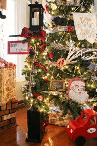 DIY Christmas Lantern Post from Wood Scraps!