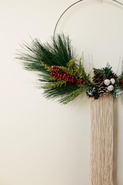How to make a simple modern Christmas Wreath with a Macrame hoop