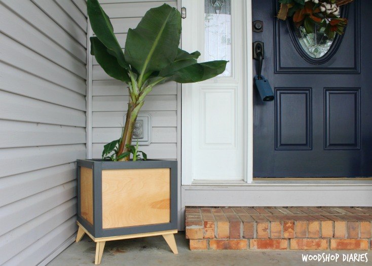 How to Build a Modern Planter Box from Wood scraps! Great beginner project