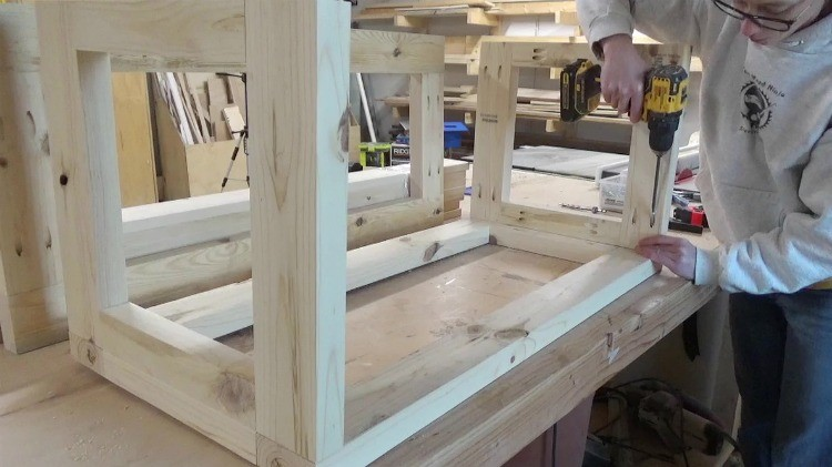 Attaching frame together using pocket holes and screws