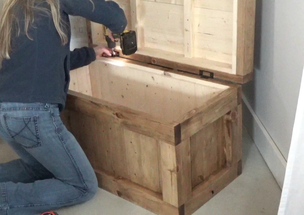 Installing storage trunk lid with non mortise hinges