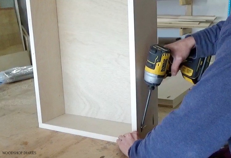 Using pocket holes and screws to assemble dresser drawer box