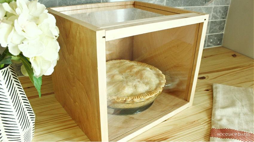 Apple pie in DIY pie carrier display box with lids shut